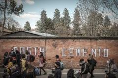 """Bologna, aprile 2021. Flash mob del comitato Ex Caserma Mazzoni Bene Comune contro il progetto di """"riqualificazione"""" presentato da Cassa Depositi e Prestiti. Il progetto prevede l'edificazione di oltre 20000 mq sull'area dell'ex caserma."""
