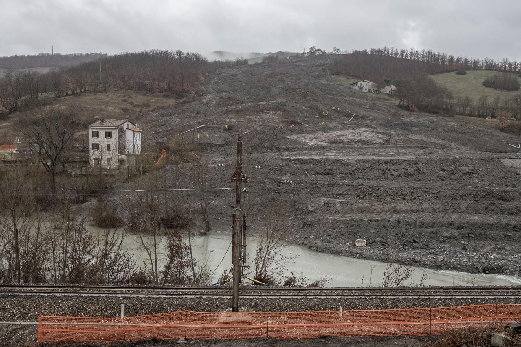 Appennino-bolognese-2018.-Fronte-franoso-nel-comune-di-Gaggio-Montano-lungo-la-statale-porrettana.