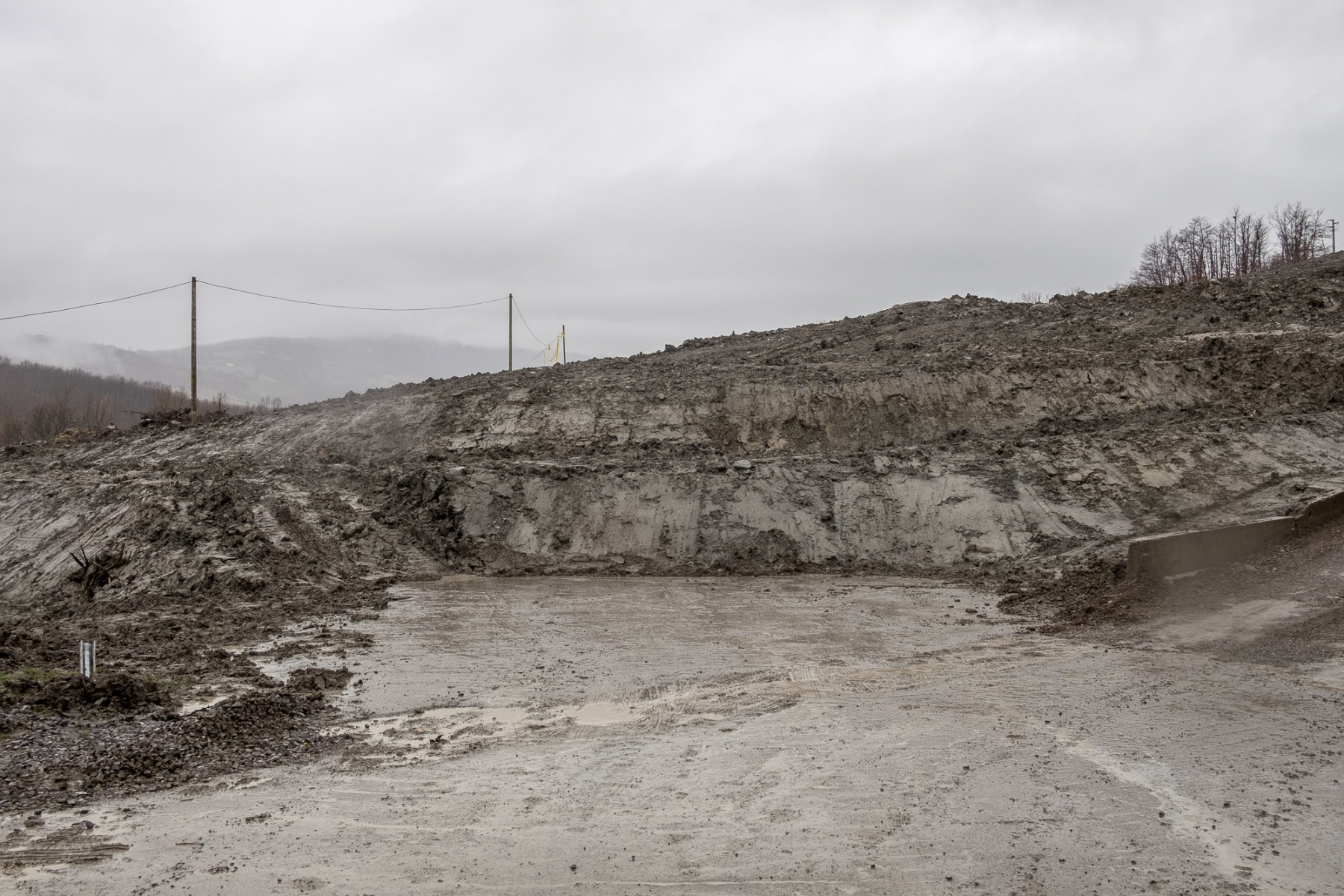 Appennino-bolognese-2018.-Fronte-franoso-nel-comune-di-Gaggio-Montano-lungo-la-statale-porrettana